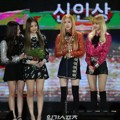 Black Pink Raih Piala Rookie Award