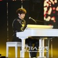 Chanyeol Main Piano Iringi EXO Bawakan Lagu 'For Life'