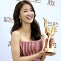 Lee Si Young di Belakang Panggung Golden Disk Awards 2017