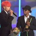 Silento dan Punch 1Punch Raih Piala World Collaboration Award
