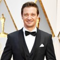 Jeremy Renner di Red Carpet Oscar 2017