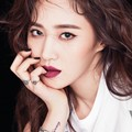 Kwon Yuri Girls' Generation di Majalah Vogue Edisi April 2017