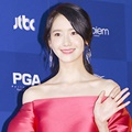 Yoona SNSD di Red Carpet Baeksang Arts Awards 2017