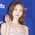 Lee Yeon Hee di Red Carpet Baeksang Arts Awards 2017