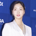 Kim Go Eun di Red Carpet Baeksang Arts Awards 2017