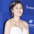 Kim Ha Neul di Red Carpet Baeksang Arts Awards 2017