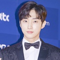 Jinyoung B1A4 di Red Carpet Baeksang Arts Awards 2017