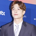 Sung Hoon di Red Carpet Baeksang Arts Awards 2017