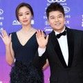 Kim Ah Joong dan Jun Hyun Moo di Red Carpet Seoul Awards 2017