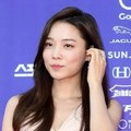 Yoon So Hee di Red Carpet Seoul Awards 2017