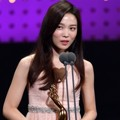 Yoon So Hee memenangkan piala Best Rookie Actress kategori drama lewat perannya di 'Ruler: Master of the Mask'.