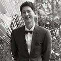 Song Joong Ki Tampak Bahagia di Foto Pre Wedding