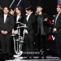 Super Junior Saat Raih Piala AAA Fabulous Award