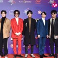 Penampilan kece dan elegan Super Junior di red carpet MAMA 2017 Hong Kong.