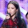 Heize meraih piala Best Vocal Performance Female Solo di MAMA 2017 Hong Kong.