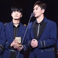 NU'EST W meraih piala Discovery of the Year di MAMA 2017 Jepang.