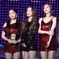 Red Velvet meraih piala Best Female Group di MAMA 2017 Hong Kong.
