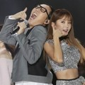 Hong Jin Young dan Kim Young Chul Saat Nyanyikan Lagu 'Ring Ring' di MelOn Music Awards 2017