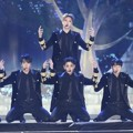JBJ Nyanyikan Lagu 'Fantasy' di MelOn Music Awards 2017