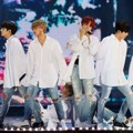Bangtan Boys Saat Nyanyikan Lagu 'You Never Walk Alone' dan 'Spring Day'