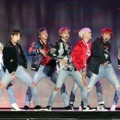 Bangtan Boys Spektakuler Nyanyikan Lagu 'DNA' di MelOn Music Awards 2017
