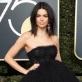 Kendall Jenner sukses curi perhatian di Red Carpet Golden Globe Awards 2018.