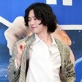 Pose gokil Heechul di jumpa pers variety show 'Super TV'