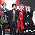 GOT7 Raih Piala Hot Performance of the Year Award