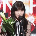 Lee Soo Hyun Wakili Akdong Musician Raih Piala Artist of the Year Digital Music Bulan Januari