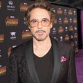 Robert Downey Jr. tampil mempesona di global premiere film 'Avengers: Infinity War'.