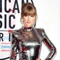 Penampilan Taylor Swift di Red Carpet AMAs 2018