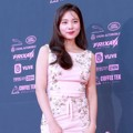 Yoon So Hee di red carpet The Seoul Awards 2018.