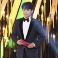 Jung Sang Hoon Saat Bacakan Nominasi Best Supporting Actor Award Kategori Drama