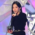 Heize sukses membawa pulang piala Best Female Vocal Performance.