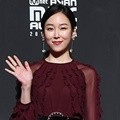 Seo Hyun Jin hadir di red carpet MAMA 2018 Hong Kong.