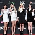 Momoland hadir di red carpet MAMA 2018 Hong Kong.