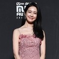 Lee Yo Won hadir di red carpet MAMA 2018 Hong Kong.