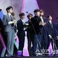 Wanna One Raih Piala Fandom School Award