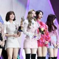 Twice Raih Piala Bonsang
