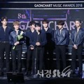Seventeen Raih Piala World Hallyu Star Award