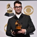 Jack Antonoff Terima Piala Best Rock Song