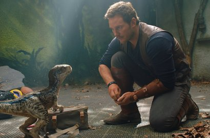 Ngeri! Chris Pratt cs Ketemu T-rex di Poster 'Jurassic World: Fallen Kingdom'